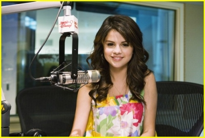 Radio Disney 13.04.09 Normal_selena-gomez-radio-disney-04
